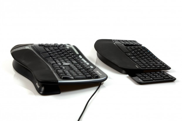 Natural Ergonomic Keyboard 4000 im Vergleich zum Sculpt Ergonomic Keyboard (Bild: Nina Sebayang/Golem.de)