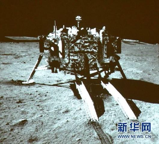 Chang'e 3 vom Mondrover aus fotografiert (Bild: News.cn)