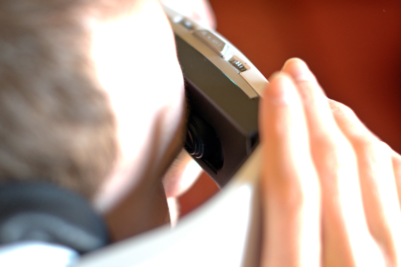 Avegant Glyph ausprobiert: Netzhaut-Projektion trifft Trommelfell-Beschallung - Das Bild wird auf die Netzhaut projiziert. (Bild: Andreas Sebayang/Golem.de)