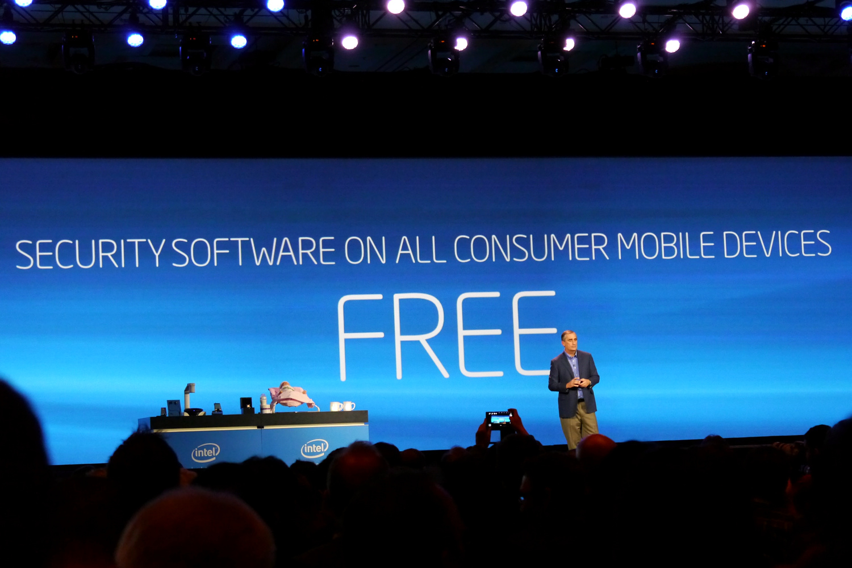 Intel SoC: Edison macht per Quark Milch warm - Auf Edison soll noch 2014 die kostenlose McAfee-Software laufen. (Bild: Marc Sauter/Golem.de)