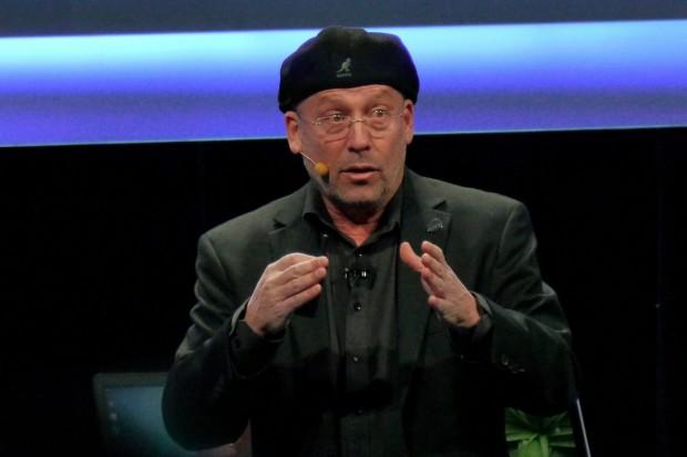 Intels Mooly Eden, neuerdings General Manager für Perceptual Computing, stellt Real Sense vor. (Bild: Marc Sauter/Golem.de)