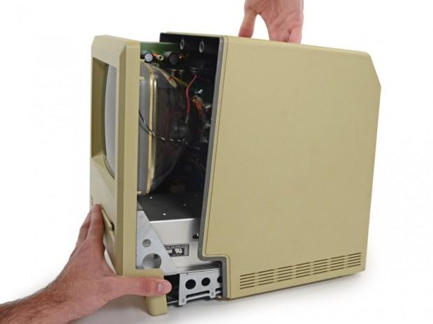 Macintosh von 1984 mit 128 KByte RAM (Bild: iFixit)