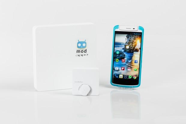 Das Oppo N1 in der Cyanogenmod-Edition wird in einer auffälligen Box geliefert, die Fernbedienung O-Click befindet sich in einer separaten Kunststoff-Schachtel. (Bild: Tobias Költzsch/Golem.de)