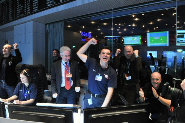 Rosetta lebt! Jubel im Esa-Kontrollzentrum in Darmstadt. (Foto: Jürgen Mai/Esa)