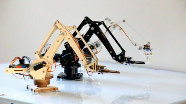 Den Mini-Industrieroboter Uarm gibt es aus Holz oder Kunststoff. (Foto: Ufactory)