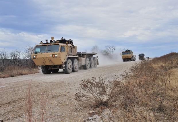 Autonome Militär-Lkws in Kolonne (Bild: Lockheed Martin)