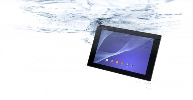 Wie sein Vorgänger ist auch das Xperia Z2 Tablet wasserfest. (Bild: Sony)