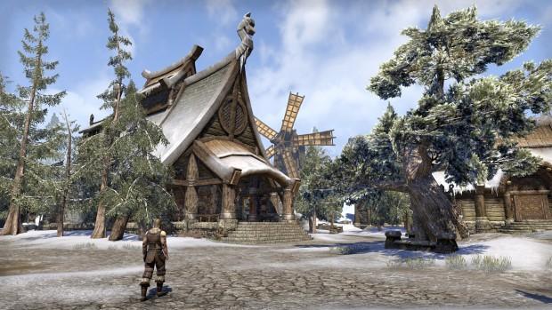 Ödfels ist Teil der Provinz Himmelsrand, die Holzhäuser sind von verschneiten Nadelwäldern umgeben. (Screenshot: Marc Sauter/Golem.de)