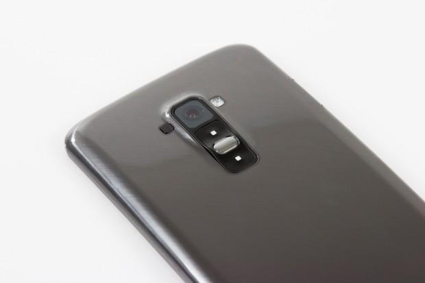 Wie beim LG G2 sind der Einschalter und die Lautstärkeknöpfe auf der Rückseite unterhalb der Kamera angebracht. (Bild: Tobias Költzsch/Golem.de)