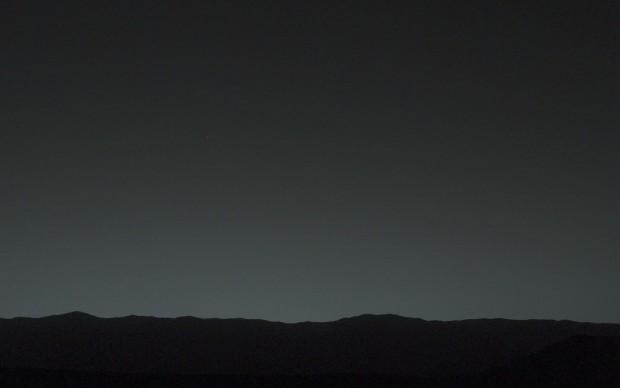 Heller als jeder Stern sei die Erde am nächtlichen Marshimmel zu sehen, sagt die Nasa. Sie ist ein kleiner Punkt im linken Bilddrittel. (Bild: Nasa/JPL-Caltech/MSSS/Tamu)