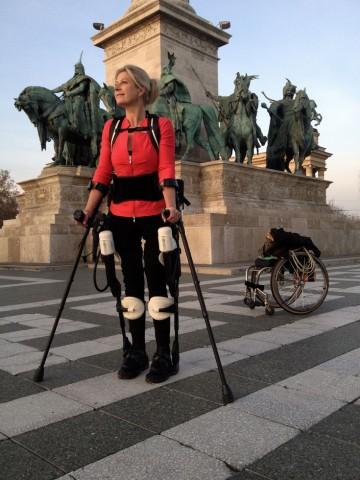 Amanda Boxtel mit Exoskelett in Budapest. (Foto: 3D Systems)
