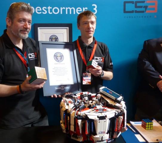 Cubestormer 3 stellt neuen Rekord für das Lösen des Zauberwürfels auf. (Bild: ARM)