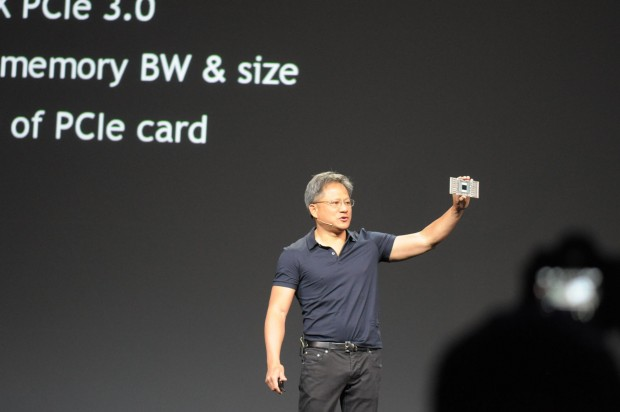 Jen-Hsun Huang zeigt das Testmodul mit Pascal. (Foto: Andreas Sebayang/Golem.de)