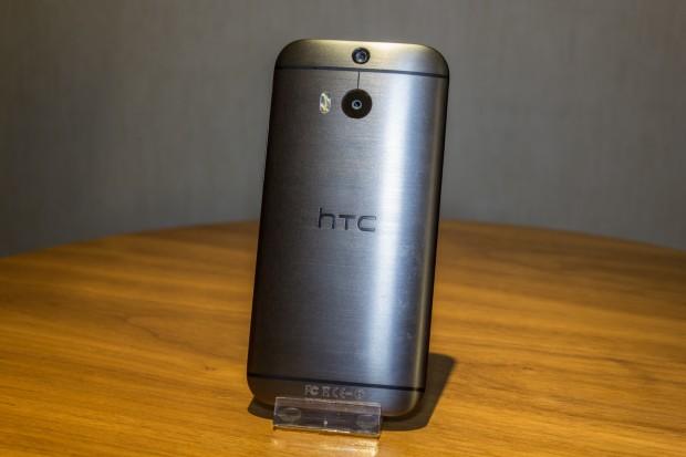 Das Gehäuse ist aus gebürstetem Aluminium, im Inneren arbeitet ein Snapdragon 801 mit einer Taktrate von 2,3 GHz. (Bild: Tobias Költzsch/Golem.de)