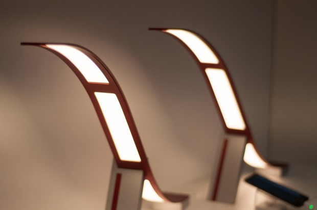 lg tischlampe ausprobiert smarte lampe mit gebogenen oled. Black Bedroom Furniture Sets. Home Design Ideas