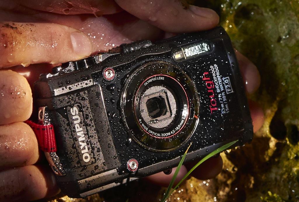 Olympus Stylus Tough TG-3: Kamera macht scheibchenweise Fotos - Olympus-Stylus-Touch-TG-3 mit Makroaufsatz (Bild: Olympus)
