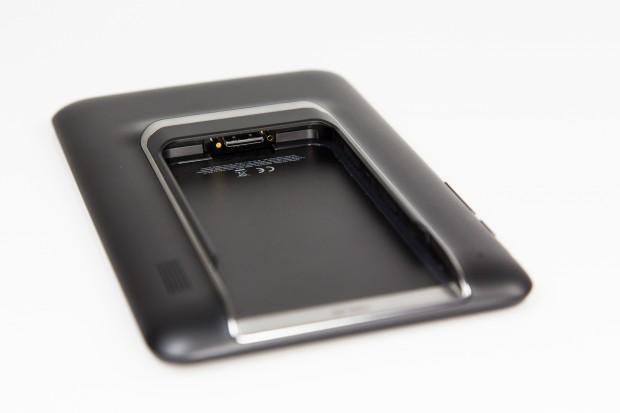 Aufgrund des Einschubs ist die Tablet-Station dicker als übliche 7-Zoll-Tablets. (Bild: Tobias Költzsch/Golem.de)