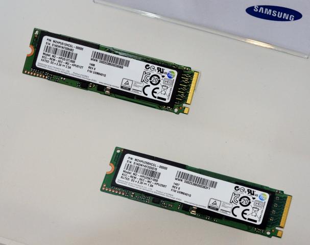 Server-SSDs für m.2-Slots mit v.o. 512 und 256 GB (Fotos: Nico Ernst)