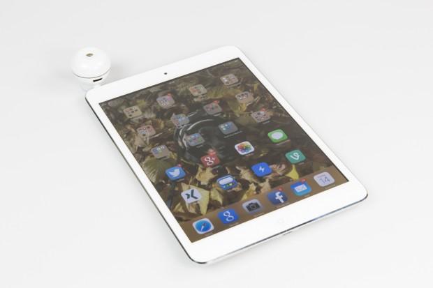 Scentee ist ein Duftspender für Smartphones und Tablets, der bei neuen Benachrichtigungen einen Duftstoß freigibt. (Bild: Tobias Költzsch/Golem.de)