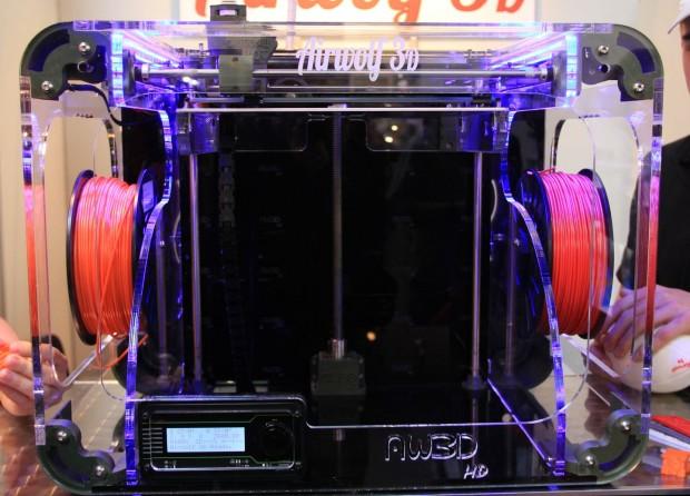 Der 3D-Drucker Airwolf3D HD verarbeitet zwölf verschiedene Kunststoffe. (Foto: Werner Pluta/Golem.de)