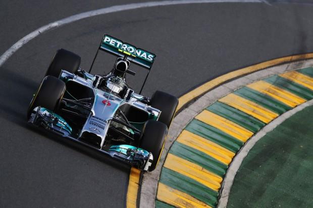 Der Formel-1-Boliden von Mercedes mit dem neuen Antriebsstrang: Nico Rosberg unterwegs zum Auftaktsieg in Australien am 16. März 2014 (Foto: Mark Thompson/Getty Images)