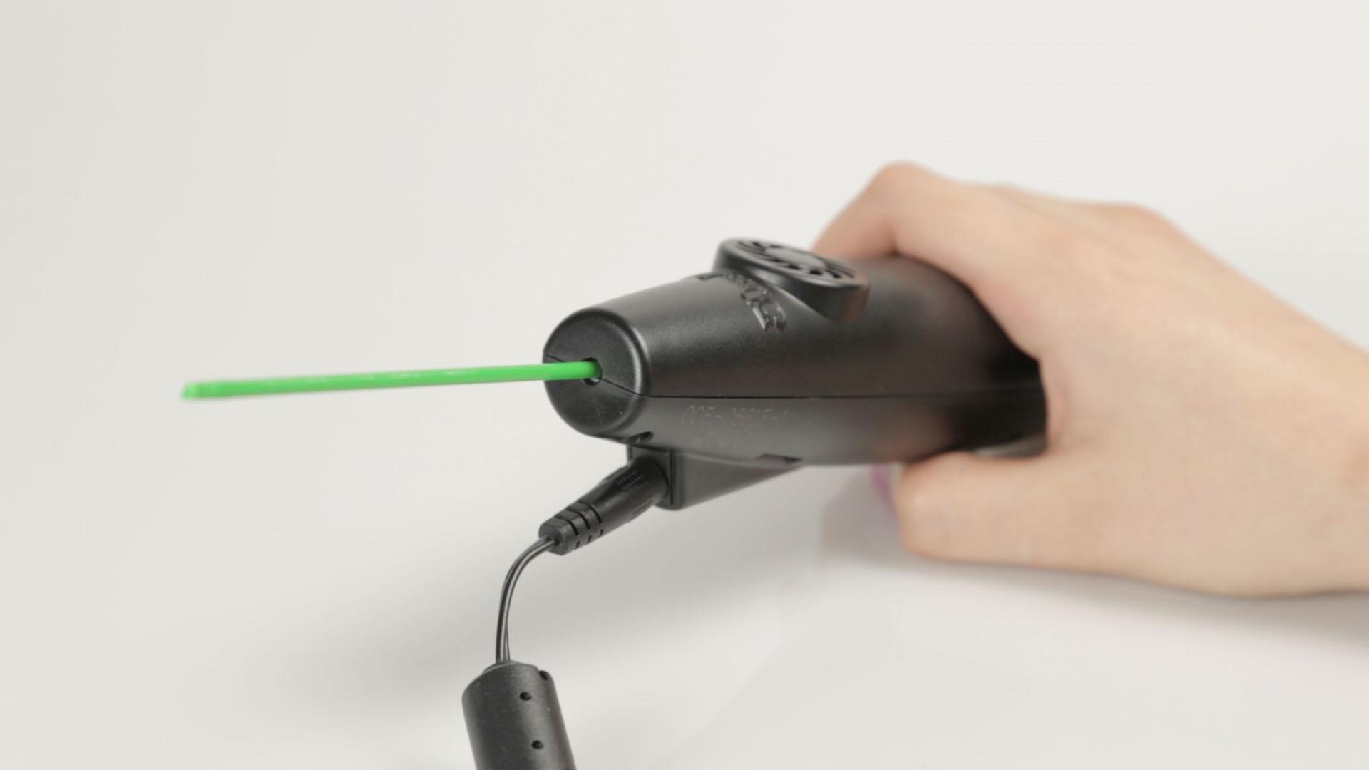 3Doodler im Test: Mit Geduld und Drucker - Es gibt keinen integrierten Akku, deswegen muss der 3Doodler an eine Steckdose angeschlossen werden.