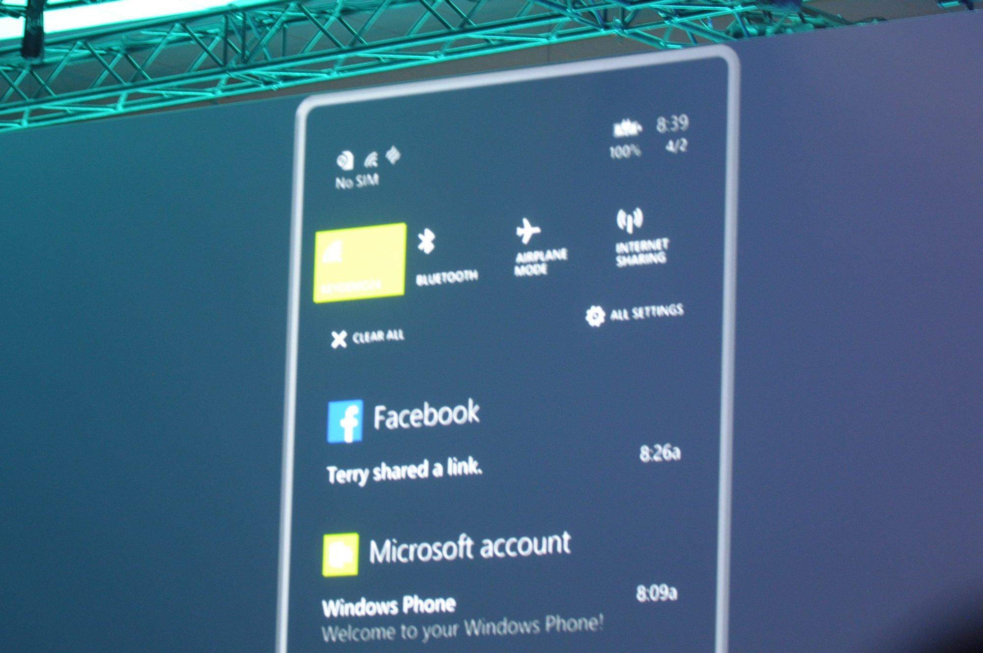 Windows Phone 8.1: Cortana arbeitet nicht mehr nur für den Master Chief - Das Action Center zeigt Benachrichtigungen und bietet Zugriff auf wichtige Funktionen. (Bild: Andreas Sebayang/Golem.de)