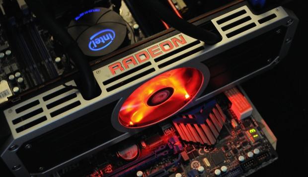 Zwei Asetek-Pumpen wie links im Intel-Kühler stecken auch auf der 295X2. (Foto: Nico Ernst)