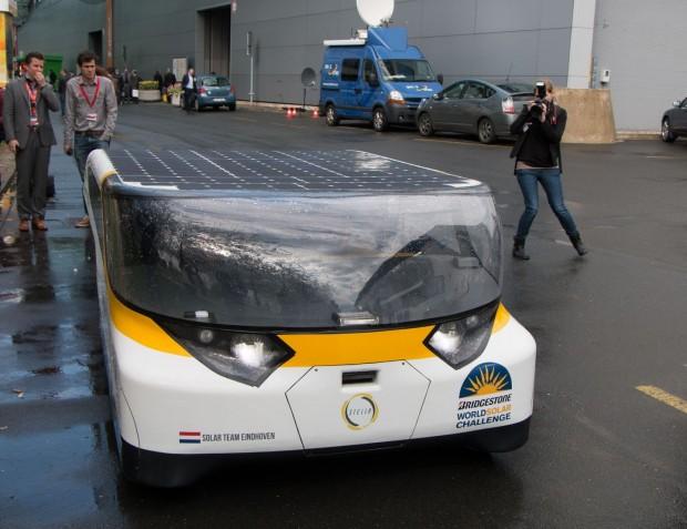 Stella ist das erste Solarauto, in das vier Insassen passen. (auf der Hanover Messe 2014). (Foto: Werner Pluta/Golem.de)