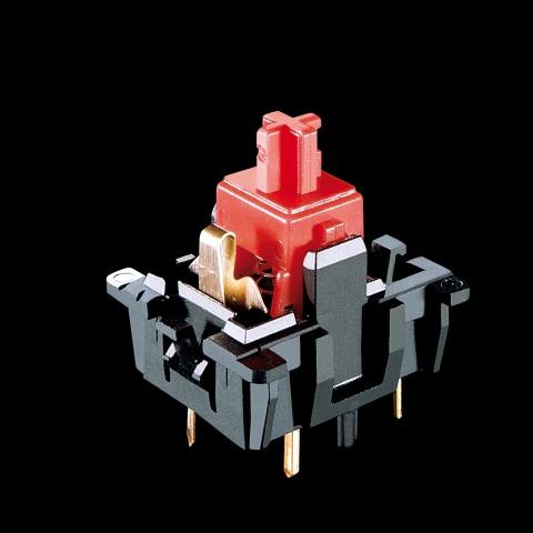 Offener Red-Switch mit goldfarbenem Schnappschalter. (Bild: Cherry)