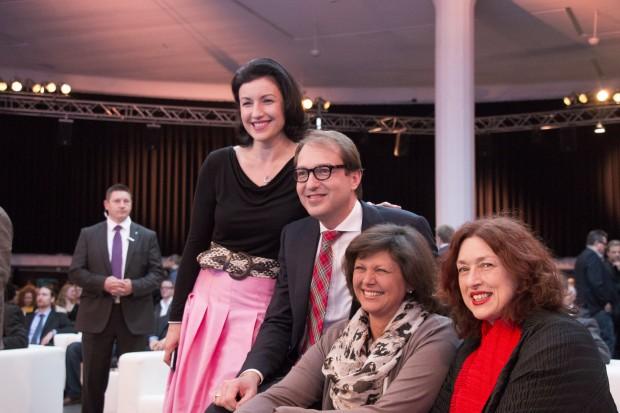 Politprominenz: Dorothee Bär, Bundesmminister Dobrindt, Bayerns Wirtschaftsministerin Aigner, SPD-Politikerin Monika Griefahn. (Bild: Katja Höhne)
