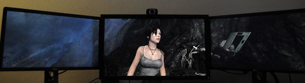 Tomb Raider auf einem 2560er-Display in der Mitte und zwei 1080p-Monitoren an den Seiten. (Foto: Nico Ernst/Golem.de)