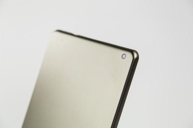 Auf der Rückseite ist eine gute 5-Megapixel-Kamera eingebaut. (Bild: Tobias Költzsch/Golem.de)