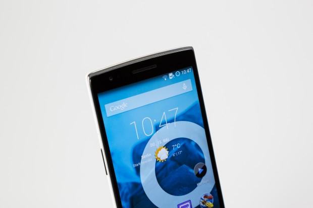 Das One hat ein 5,5 Zoll großes Full-HD-Display, im Inneren arbeitet ein Snapdragon-801-Prozessor. (Bild: Tobias Költzsch/Golem.de)