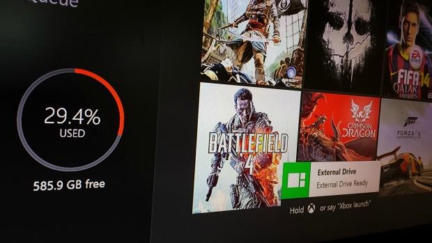 Xbox One mit externer 500-GByte-HDD (Bild: XboxOneDev)