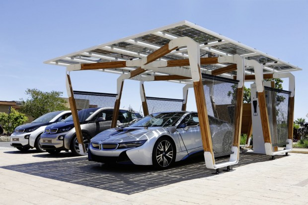 elektroauto bmw stellt carport mit solarlader vor. Black Bedroom Furniture Sets. Home Design Ideas