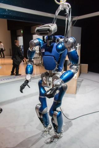 Toro, der humanoide Roboter des DLR, ist etwa mannshoch (auf der Ila 2014). (Foto: Werner Pluta/Golem.de)