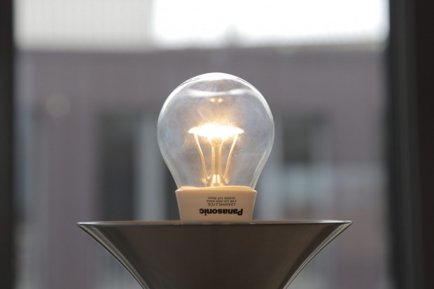 starke led lampen ersetzen 100 und 150 watt gl hlampen. Black Bedroom Furniture Sets. Home Design Ideas