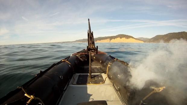 Adam gegen Schlauchboot: Nach weniger als 30 Sekunden hatte der Rumpf ein Loch. (Bild: Lockheed Martin)