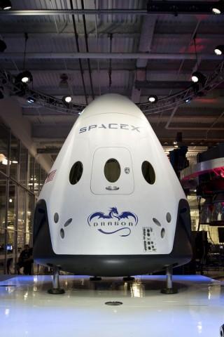 SpaceX hat die Raumfähre Dragon V2 am 29. Mai 2014 vorgestellt. (Foto: SpaceX)