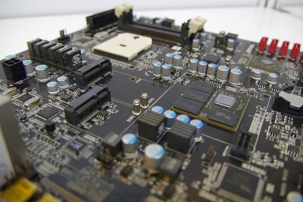 Das IPC-FS1r2A75 mit Embedded-Radeon ... (Bild: Marc Sauter/Golem.de)