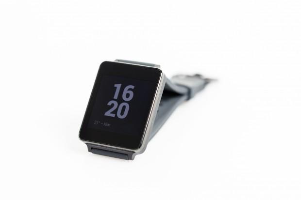 Wird die Uhr nicht benutzt, schaltet das Display in eine Art Standby-Modus. (Bild: Tobias Költzsch/Golem.de)
