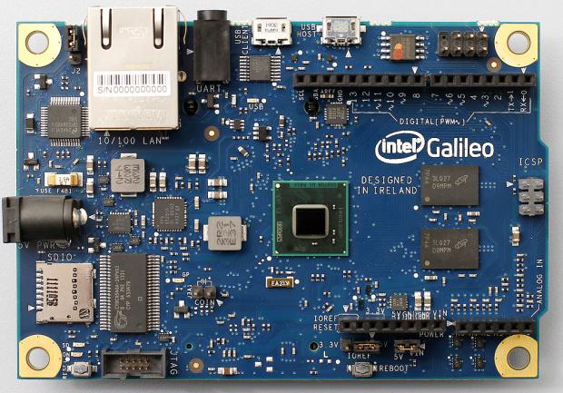 Das erste Galileo Board... (Bild: Intel)
