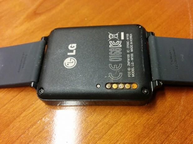LG G Watch mit korrodierten Anschlüssen (Foto: XDA Developers Forum)