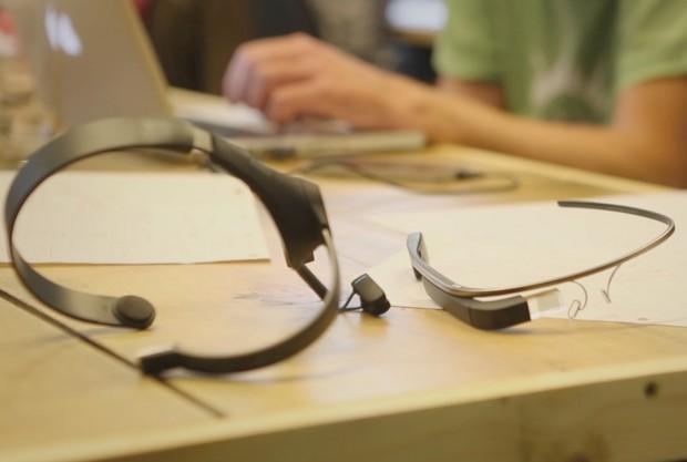 Die Google Glass und der Neurosky Mindwave Mobile (Bild: In Place)