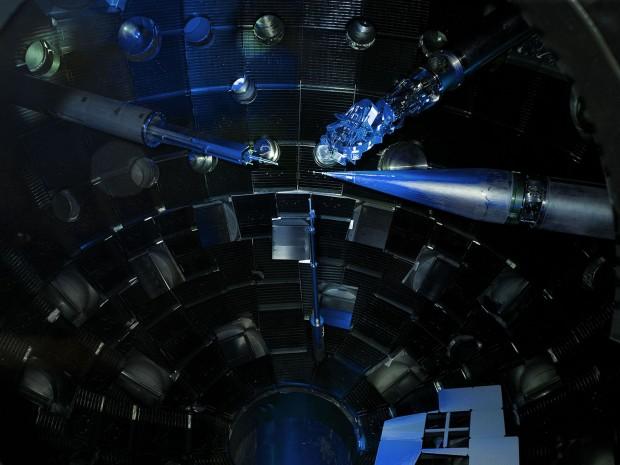 Die Zielkammer der NIF mit verschiedenen diagnostischen Instrumenten (Foto: Matt Swisher)
