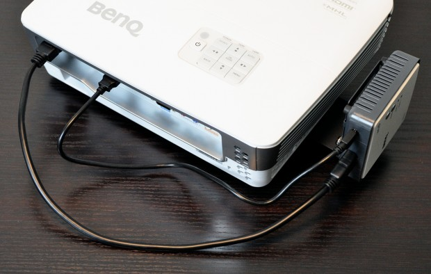 Der Empfänger kann vom Beamer per USB mit Strom versorgt werden. (Bild: Nico Ernst/Golem.de)