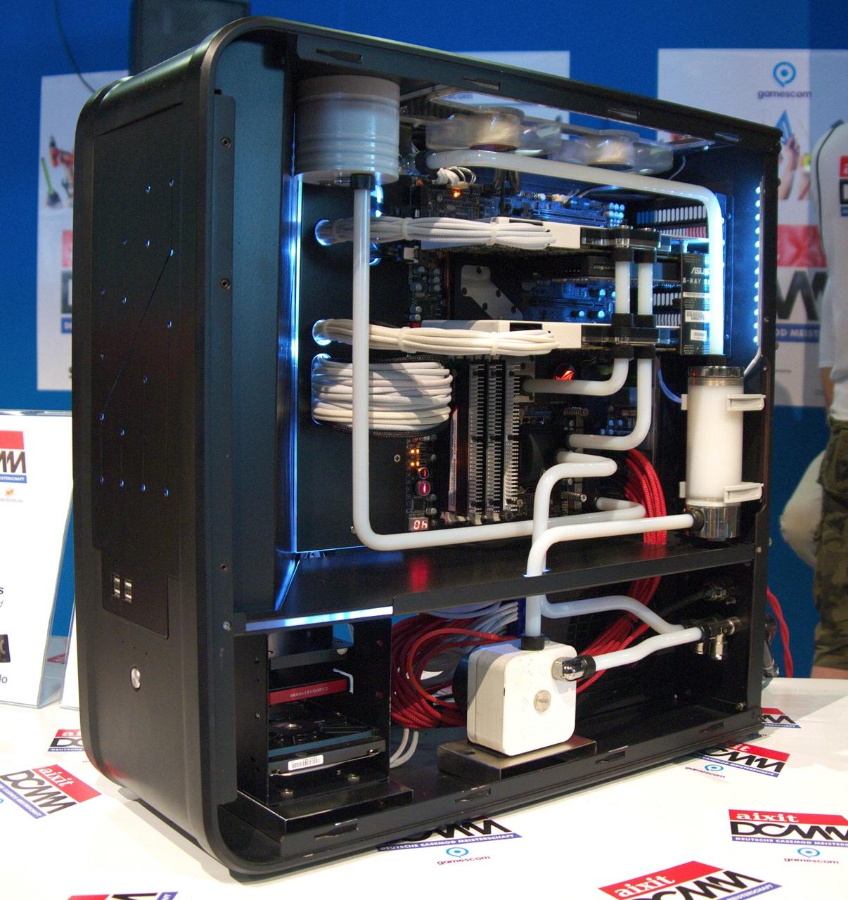 """DCMM 2014: Wenn PC-Gehäuse zu Kunstwerken werden - """"TJ-07 Mod"""" von Kerekes Janos (Bild: Sebastian Wochnik/Golem.de)"""