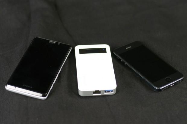 Qnaps Mini-NAS ist in etwa so groß wie handelsübliche Smartphones. (Foto: Andreas Sebayang/Golem.de)