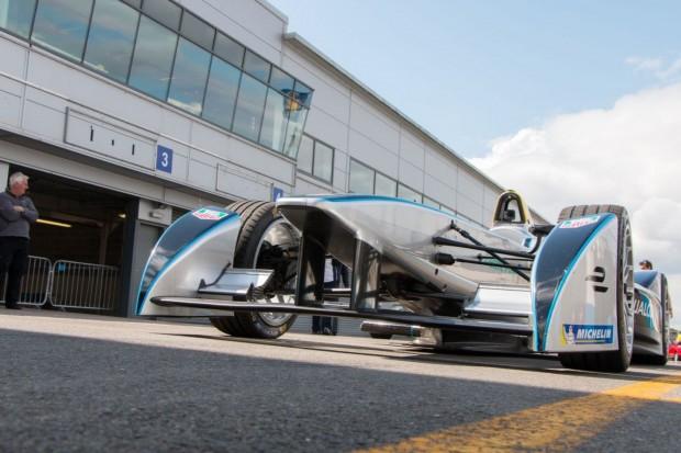 Motorsport wird elektrisch: der Rennwagen Spark-Renault SRT_01E bei der Testfahrt... (Foto: Werner Pluta/Golem.de)